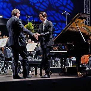 Ron Maxim Huang und Gregor Willmes. Das 165-jährige Jubiläum der C. Bechstein. Edvard Grieg, Klavierkonzert a-Moll, Neue Lausitzer Philharmonie/ Ewa Strusińska