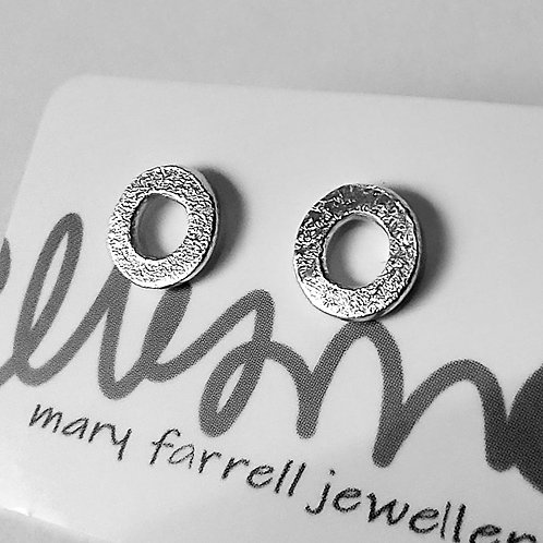 Frosted Circle Ear studs, petite