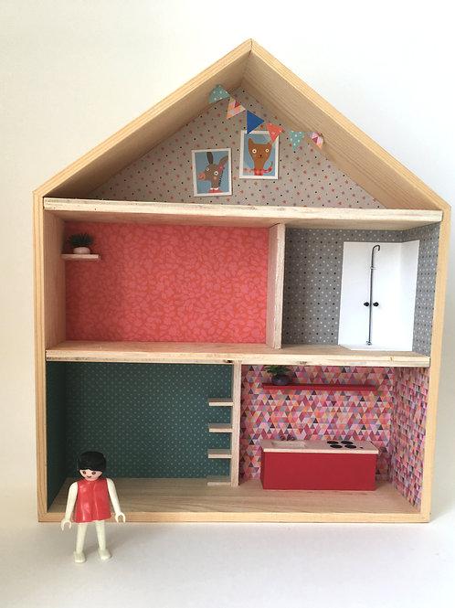 maison de poupée sur 2 étages, combles aménagées