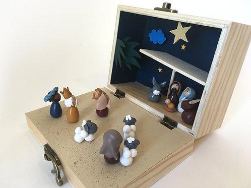 Crèche de Noël dans une petite valise