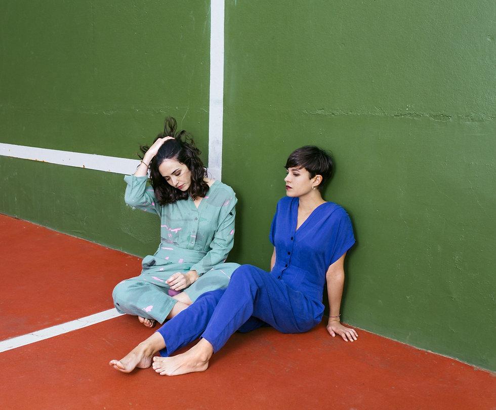 Fotografia del grup musical pop indie folk en català Anna Andreu per LP Els mals costums, editat per Hidden Track Records