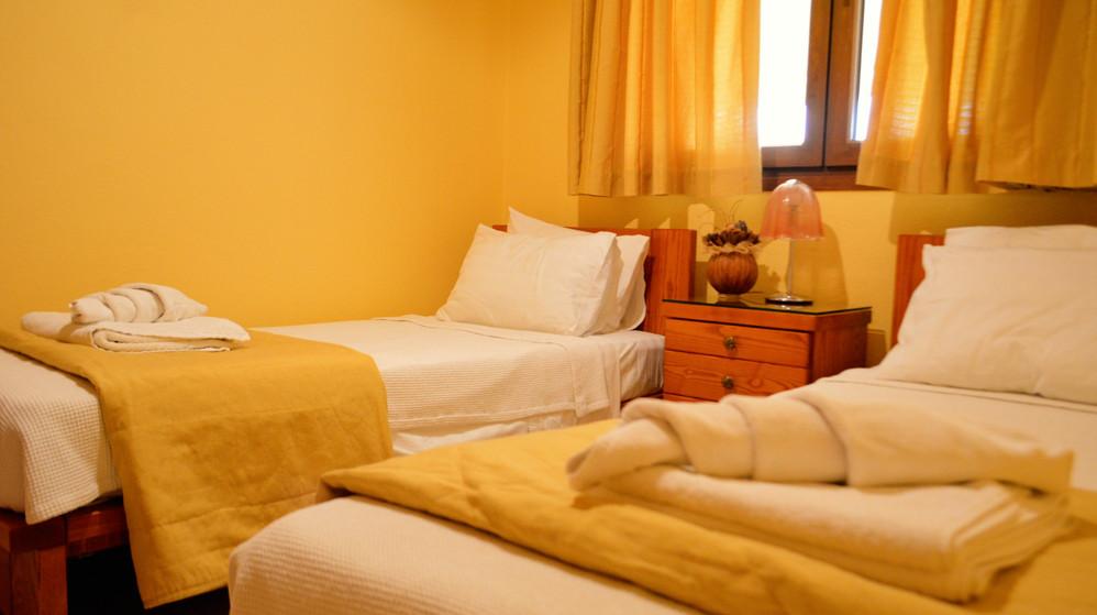 Το Δεύτερο Δωμάτιο με 2 μονά κρεβάτια