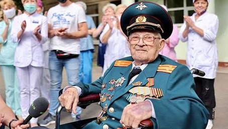 Nací por segunda vez: un veterano ruso de la Segunda Guerra Mundial vence al covid-19 a los 102 años