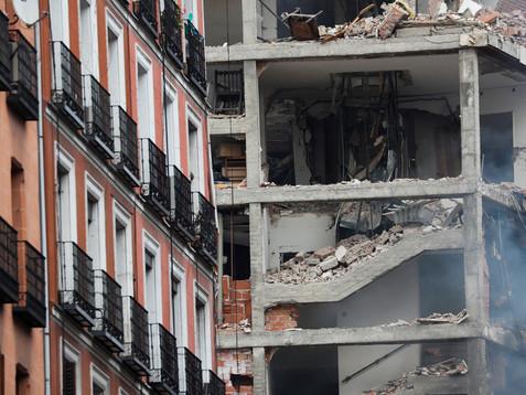 Al menos tres muertos y un desaparecido en una fuerte explosión de gas en un edificio de Madrid