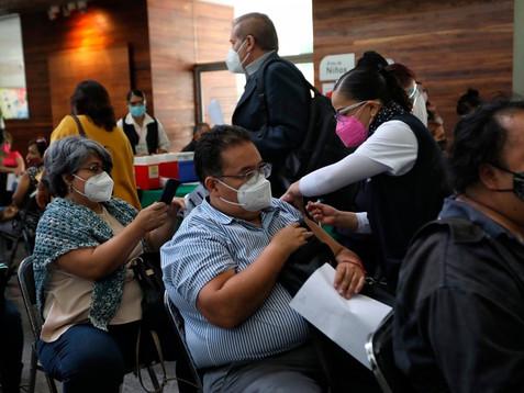 Promete AMLO concluir vacunación contra COVID-19 en octubre