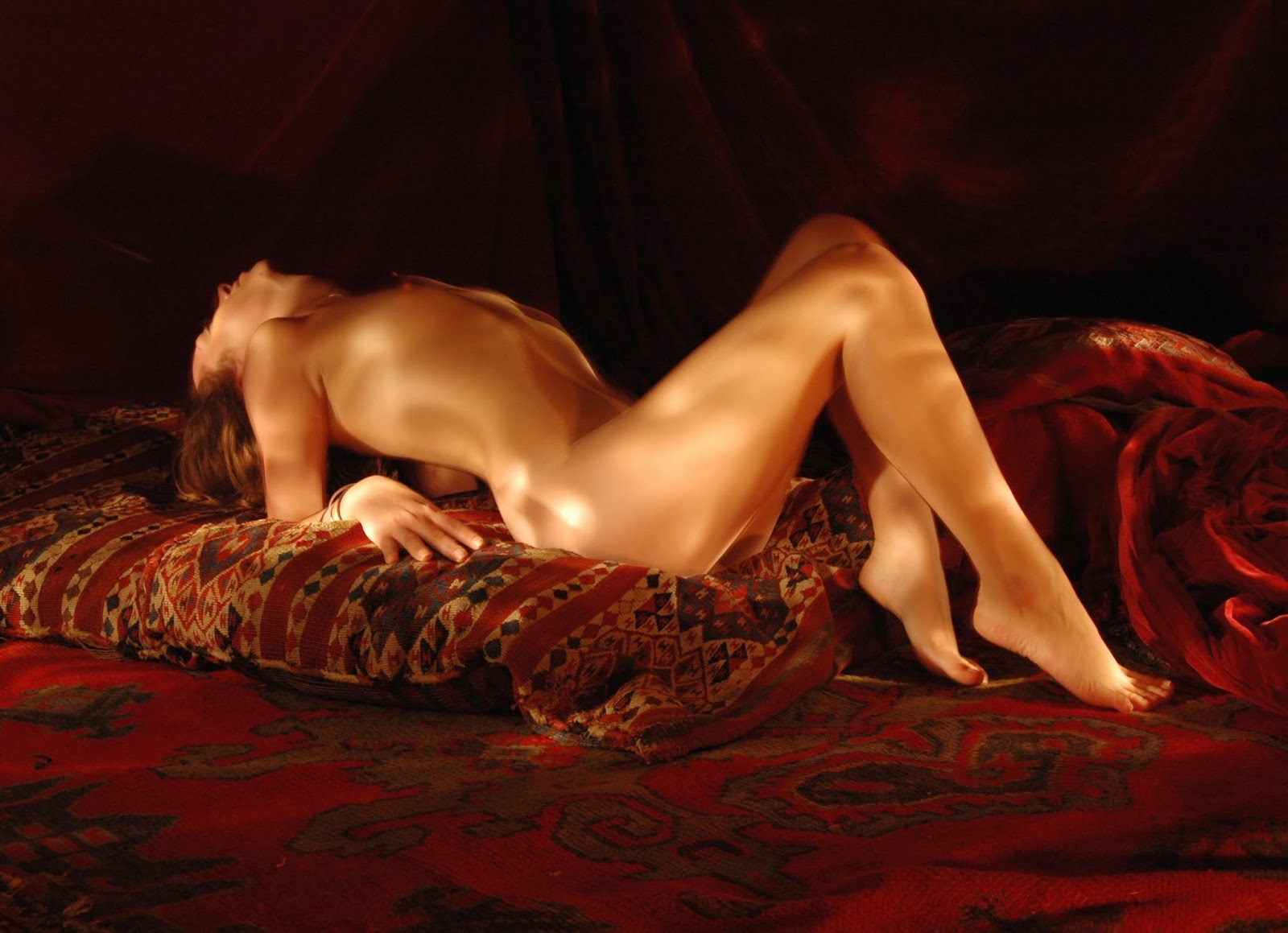 Reclining nude, light painting