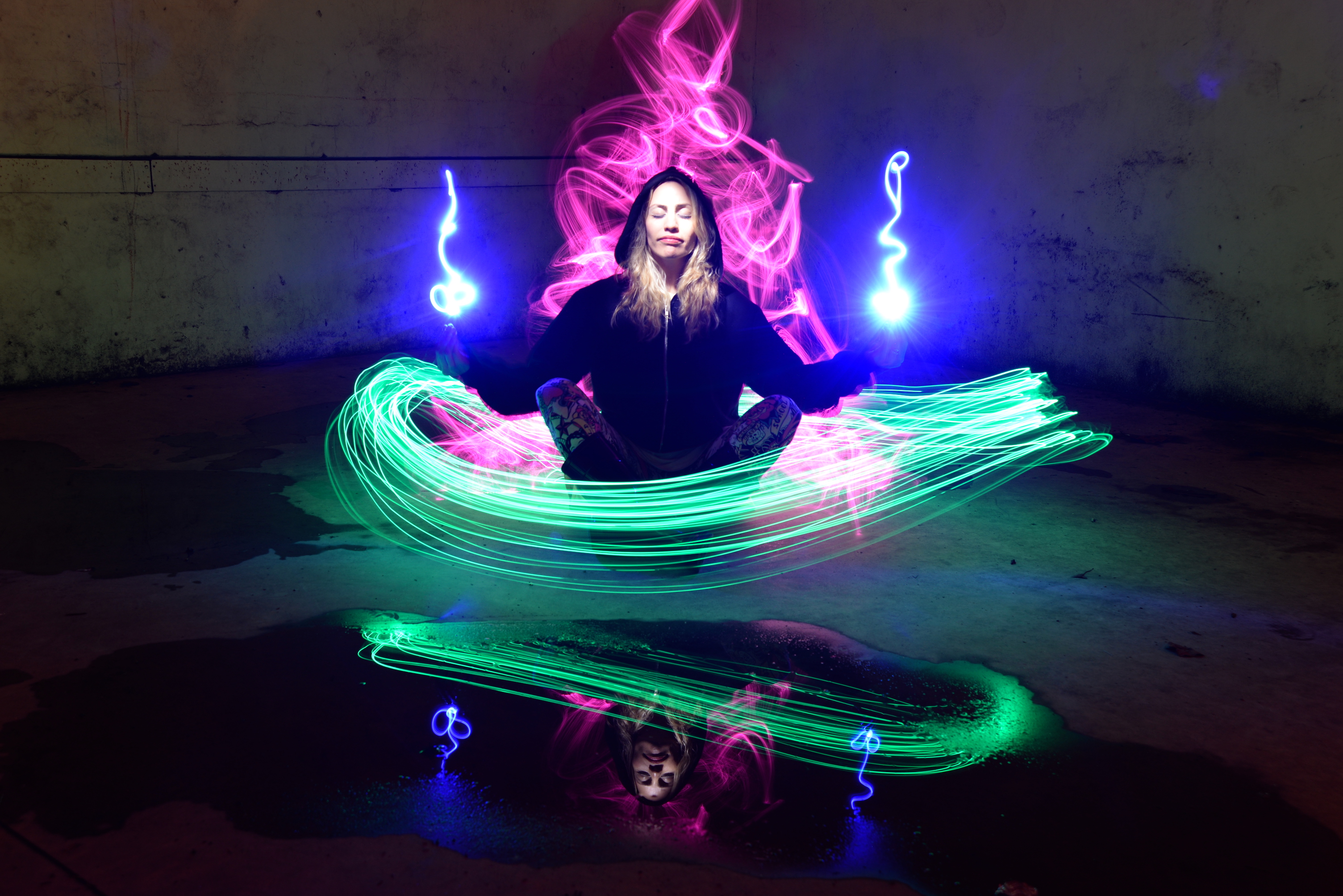pilar meditation light painting