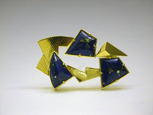 """Lapis Landscape 2"". Brooch-Pendant. 2007. 18K gold, lapis lazuli, 2"" x 3"" x 0.5"". Collection of Sunghee Rhee."