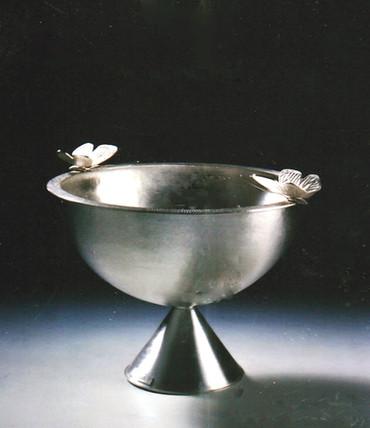 """Intimate Conversation 2"". Vessel. 2002. Silver. 24"" x 20"" x 20""."