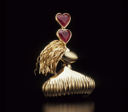 """""""Waiting"""". Brooch. 2003. 18K gold pink tourmaline. 2.5"""" x 1.5"""" x 0.5"""". Collection of Lee Bae Yi."""