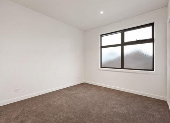 bedroom empty.jpg
