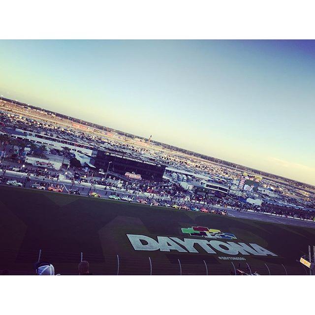 #Nascar #Daytona #Dayletona #mkproject #Girlwithyellowheart #Daytoninternationspeedway #Cokezero400