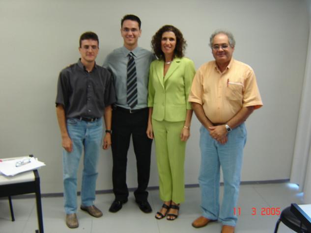 Com os membros da banca e minha querida orientadora  (Porto Alegre, 11-03-2005).jpg