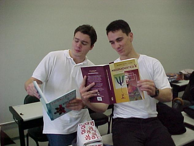 Estudando para prova de Psicodiagnóstico (PUCRS, 25-08-2000)