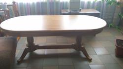 Овальный дубовый стол