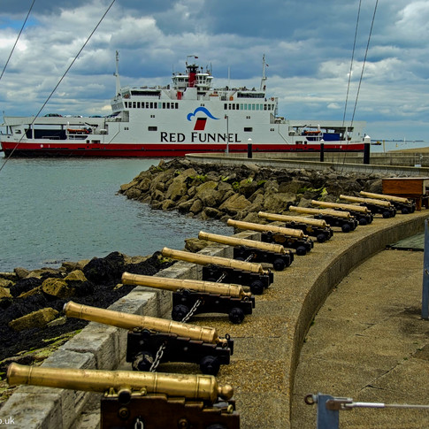 Starting Guns and Ferry, Cowes