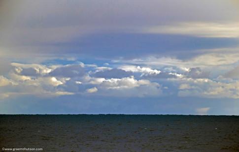 Long lens sea horizon