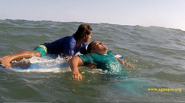 Surf-Salva en la Playa Barra de Santigo. guardavidas de el salvador