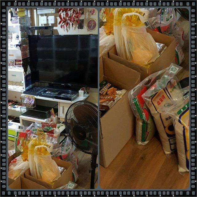 捐助給予食物銀行的糧食 大米1x包及其他糧食 希望幫到有需要的人 😍😍