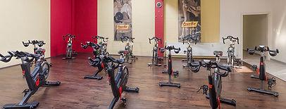 Die IndooCycling Kurse bei Fitness First Class in Mainz Weisenau. Das Fitnessstudio mit professioneller Betreuung.