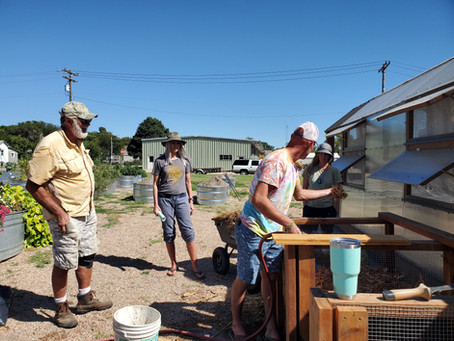 Community gardeners learn about reducing waste, creating compost
