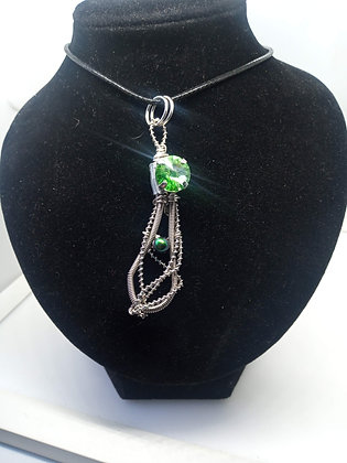 Necklace - Bass Twisted with Green Swarovski & Pearl