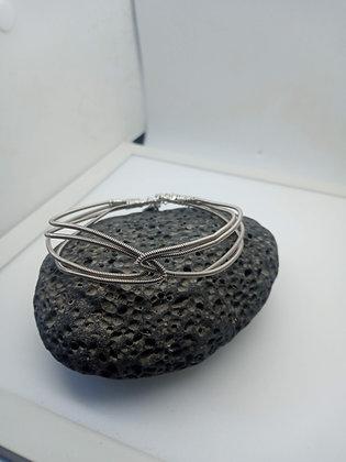 22cm - Medium Interlinked Bracelet (opening)