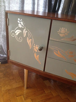 Rectro Modern Sideboard decor in grey and silver leafs
