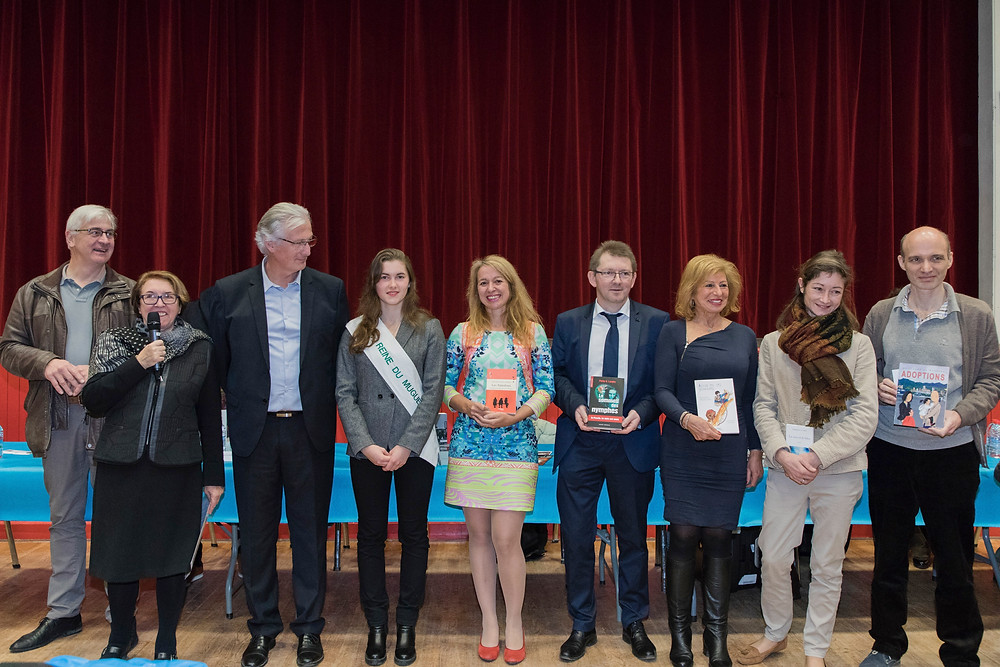 """Le roman """"Les Tamalous"""" a reçu le prix du roman de la ville de Rambouillet dimanche 19 novembre remis par Suzy Maltret, présidente du Salon des écrivains et des éditeurs de Rambouillet et Marc Robert, le maire de la ville."""