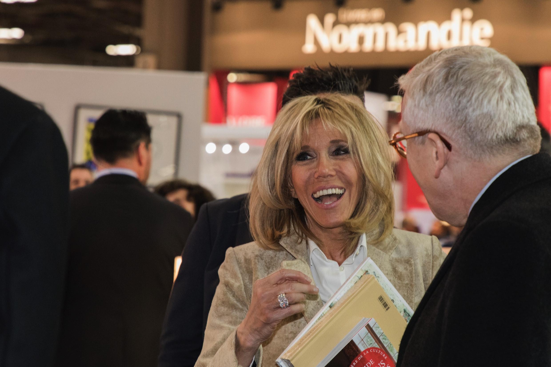 Brigitte Macron sur le stand Normand