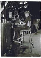 Arbeiter auf Rowac Stuhl 2.jpg