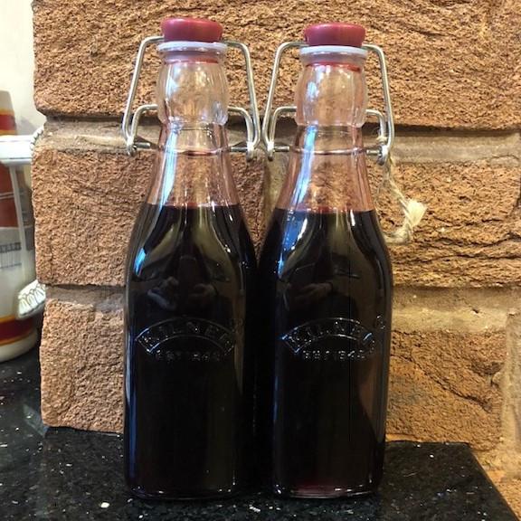 The finished fruit vinegar