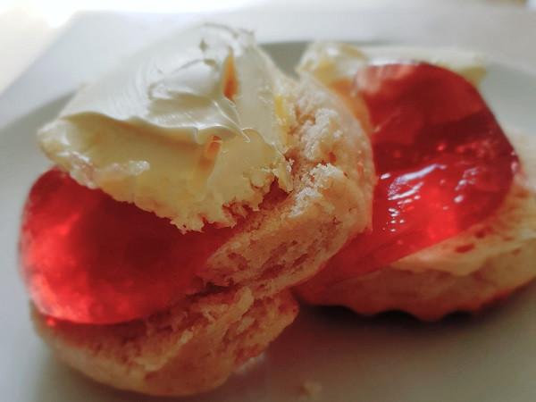 Rosebay Willowherb jelly on a scone