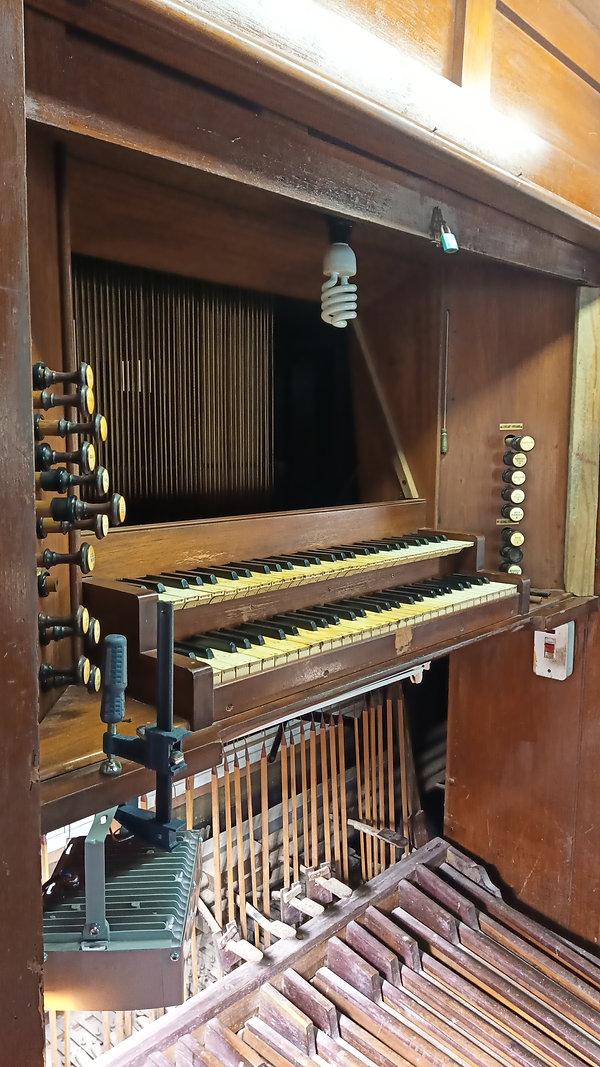 consol Rutt organ.jpg