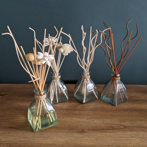 Reed Diffuser with flower /wavy reeds. 150ml. Choice of Fragrances
