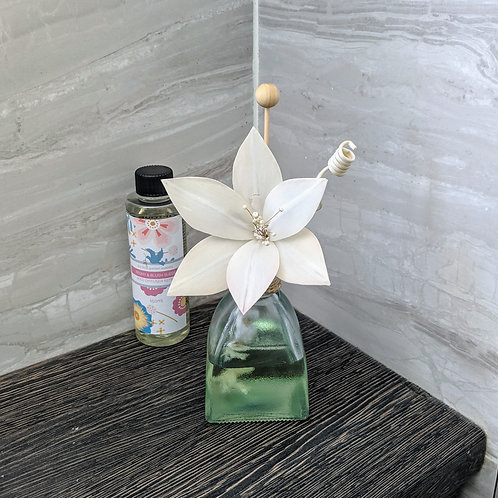 Reed Diffuser with Lily solar flower reed arrangement. Choice of Fragrances.
