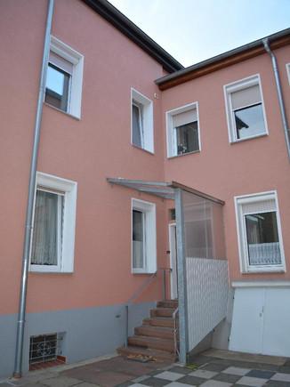 03-Wohnhaus mit Eingang Hofseite.jpg