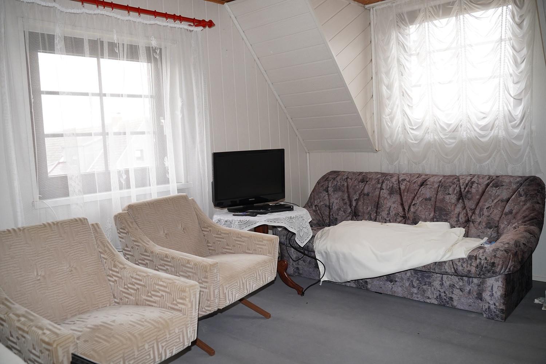 9 - Zimmer DG 1.JPG