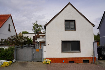 1 - Wohnhaus Straße front.JPG