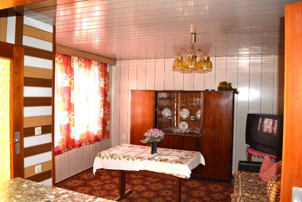 13-Wohnzimmer im Bungalow.jpg