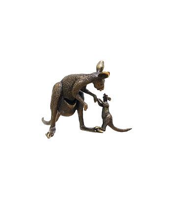 """Kangaroo – Female and Joey """"I think etc"""""""