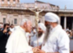 Yogi Bhajan et le Pape Jean-Paul II