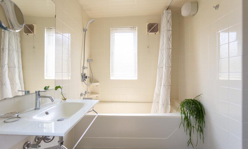 2F bathroom1