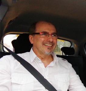 Yvon Blondiaux est instructeur automobile depuis une vingtaine d'années. Au fil des années, il s'est très vite rendu compte que sa profession ne se limitait pas à apprendre une technique de conduite et son application en fonction du code de la route.
