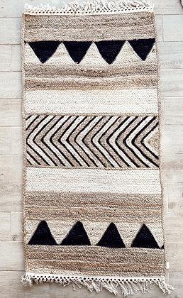שטיח קש שחור לבן