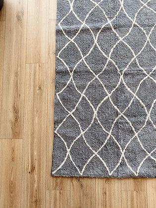 שטיח מעוניינים אפור