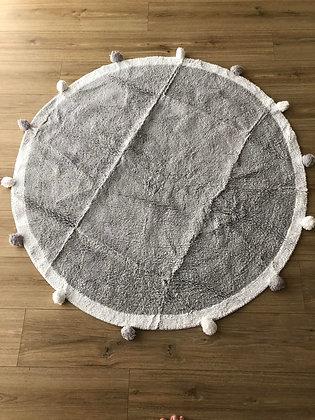 שטיח פונפונים אפור