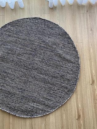 שטיח נקודות שחור וחום
