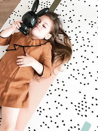 שטיח נקודות עם קווי צבע