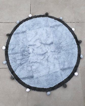 שטיח פונפונים תכלת